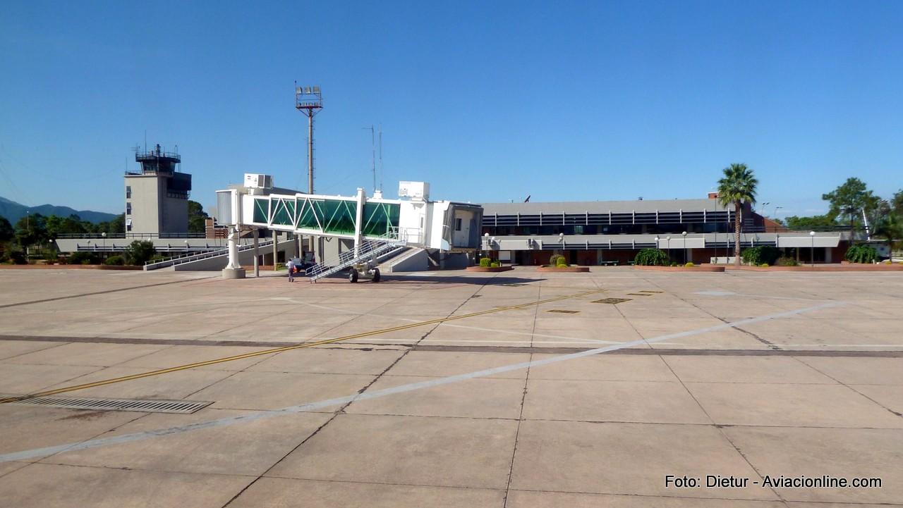 Así luce actualmente la terminal del aeropuerto de Jujuy.
