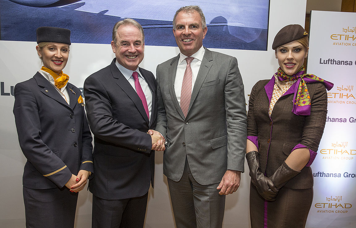 James Hogan (izq), CEO de Etihad Aviation Group y Carsten Spohr, CEO de Lufthansa Group. Foto: Prensa Lufthansa